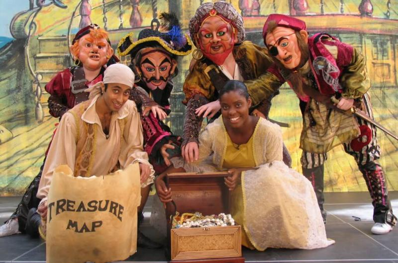 Arr harr m'arties! The Caribbean Pirates hoisted their sails and went in search of treasure in the family show at intu Metro!