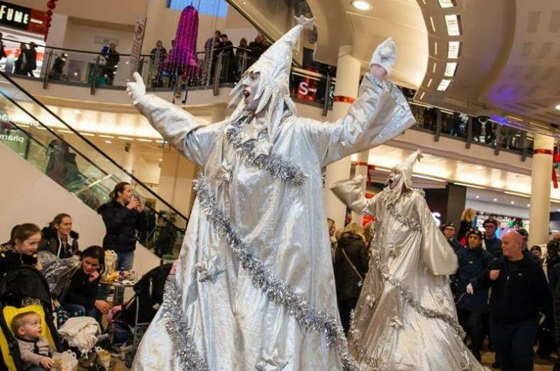 See our Stilts page for our fabulous Christmas options, including our Christmas Trees (Green or Silver), Prince Charming and Cinderella and our Nativity Characters!